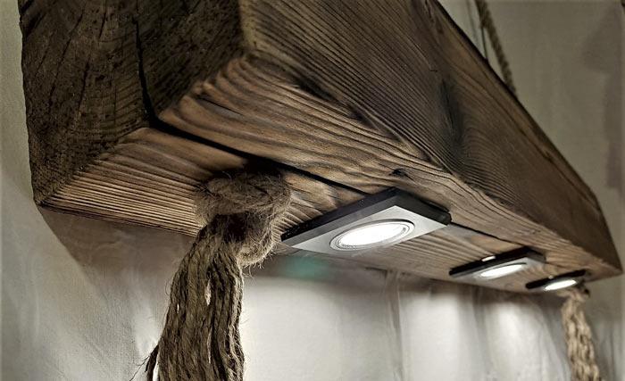 Lampa z drewnianej belki
